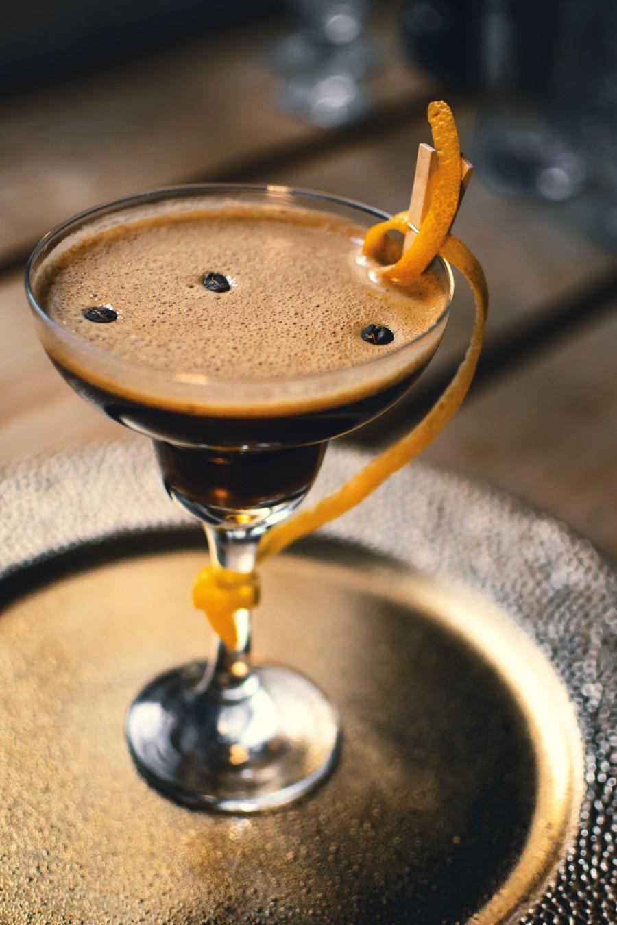 Weihnachtscocktail mit kaffee