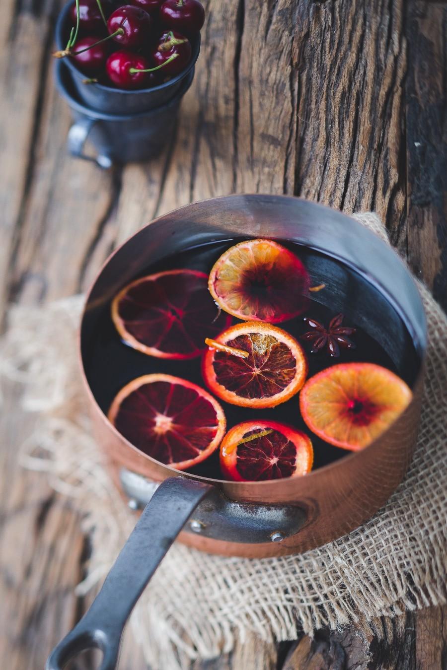 glühwein mit orangen schalen