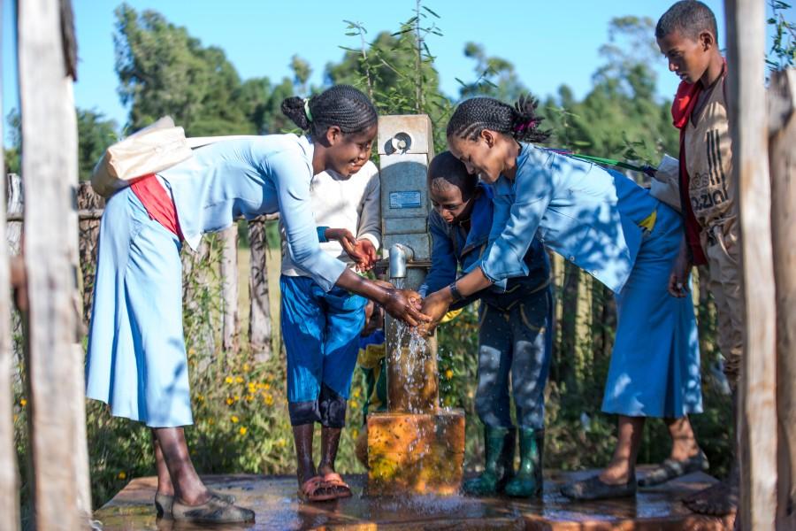 Children are supplied with Viva con Agua water