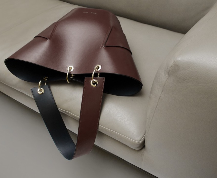 Sustainable Christmas gifts: brown leather bag from Jerome studio