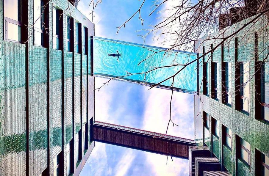 Sky Pool eröffnet im Londoner Embassy Gardens